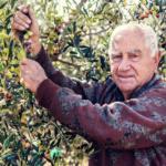 Bauer auf Sardinien bei Feldarbeit